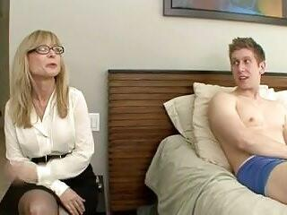 Mom Catches not Virgin Son Masturbating--daddi